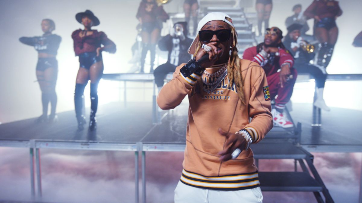 "2 Chainz & Lil Wayne Performs ""Money Maker"" at Hip Hop Awards 2020 (Video)"